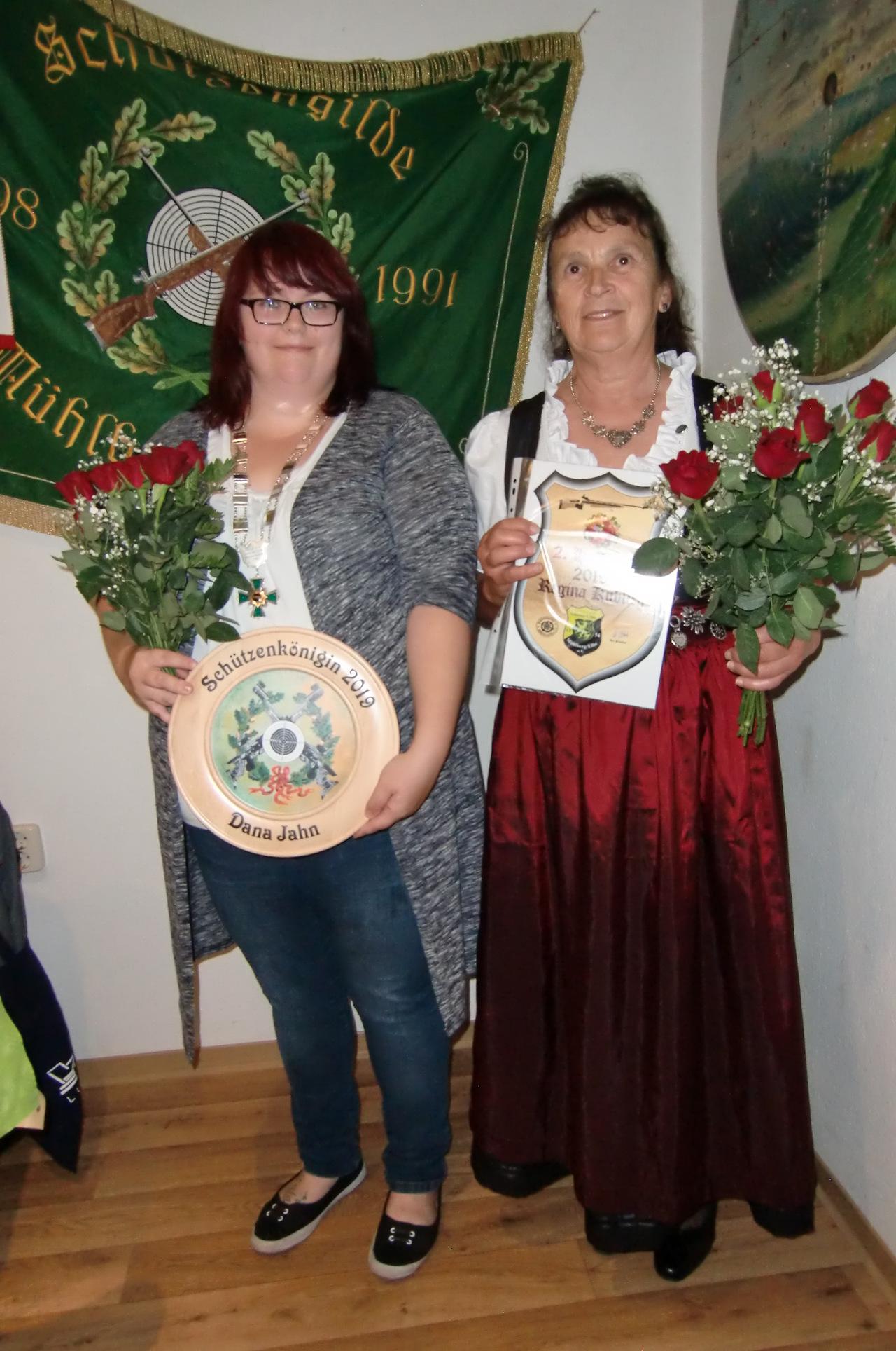 2019 Schuetzenkoenigin und 2-Hofdame