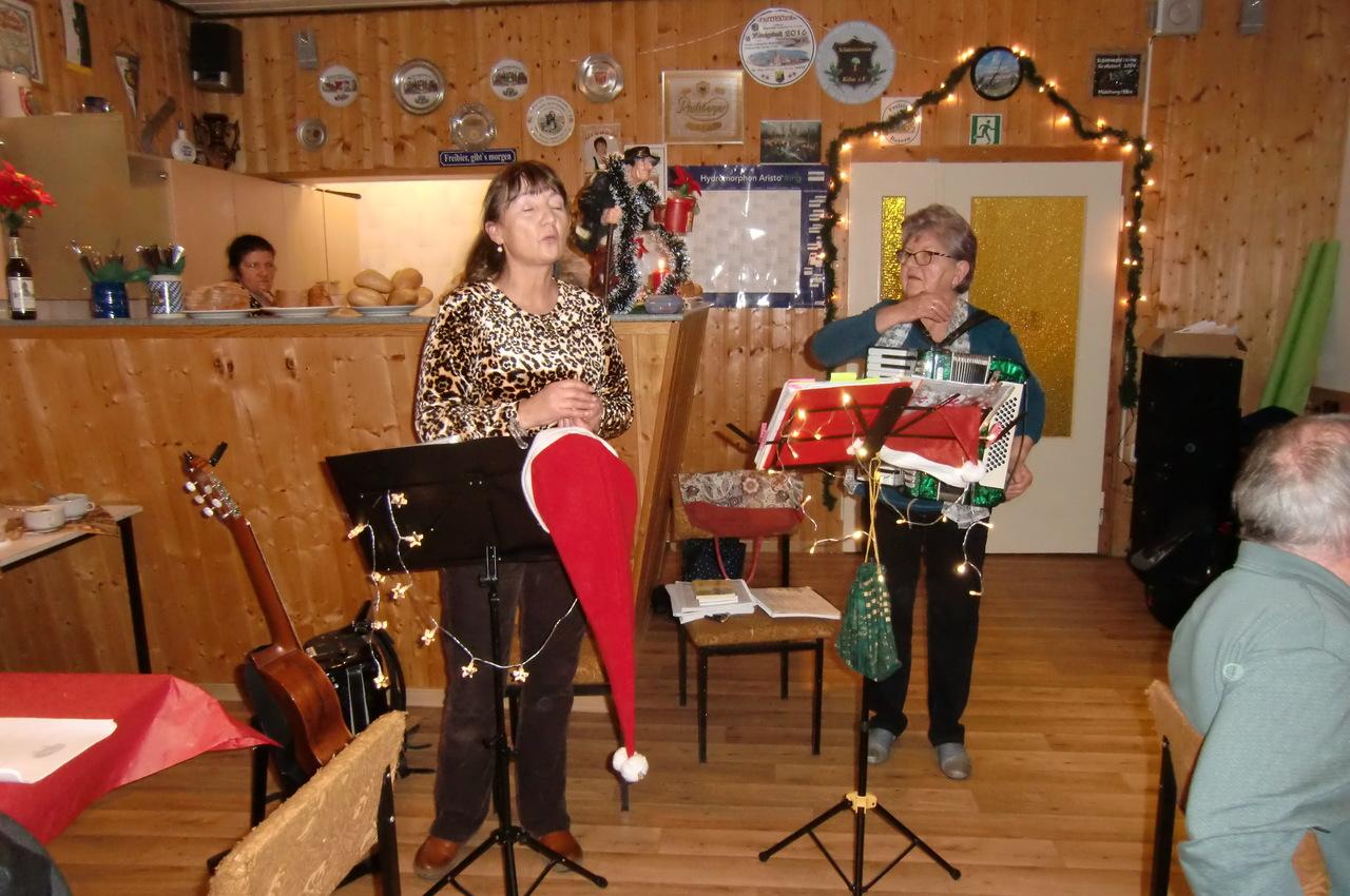 2019 Weihnachtsfeier Auftritt der Laienkuenstler